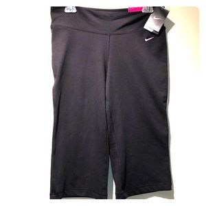 Nike Be Strong Regular Fit Flared Capri Med NWT